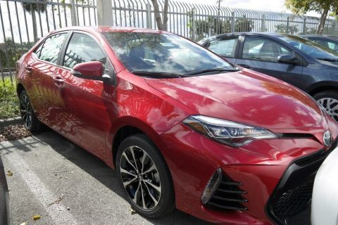 New 2017 Toyota Corolla SE 4dr Car