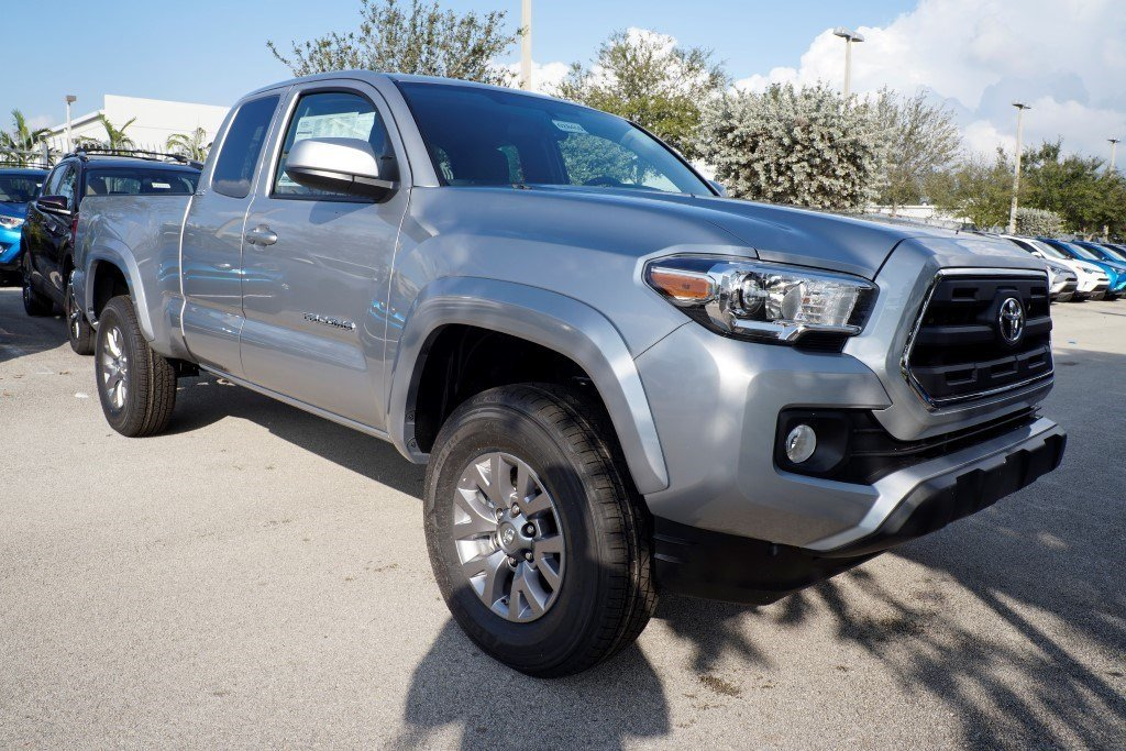 new 2017 toyota tacoma sr5 access cab in doral 028459 toyota of south florida. Black Bedroom Furniture Sets. Home Design Ideas